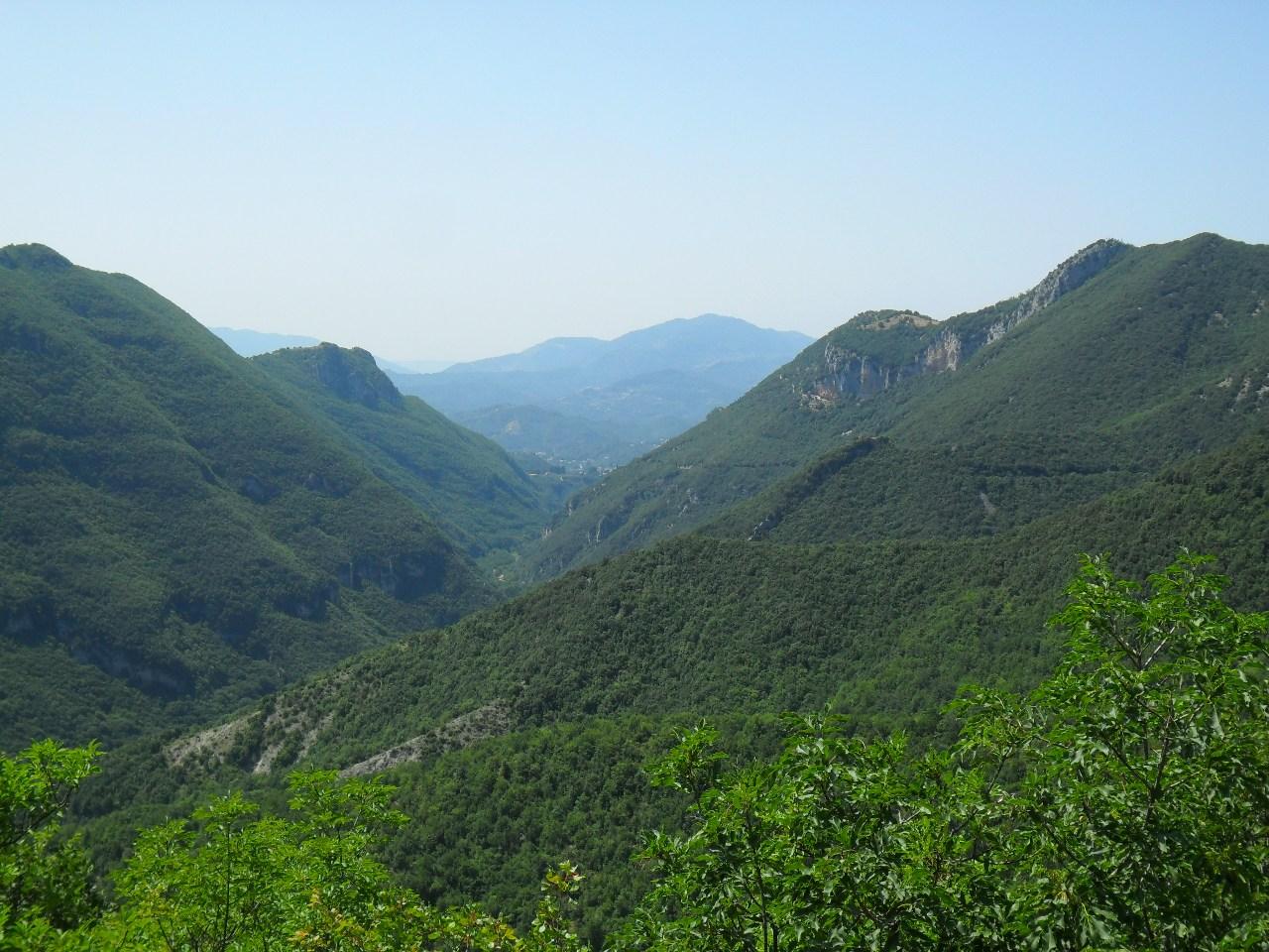 un territorio da ri scoprire l alta valle dell aniene On la vista sulla valle del monumento delle cabine