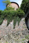Castello di Ivrea su granuliti basiche